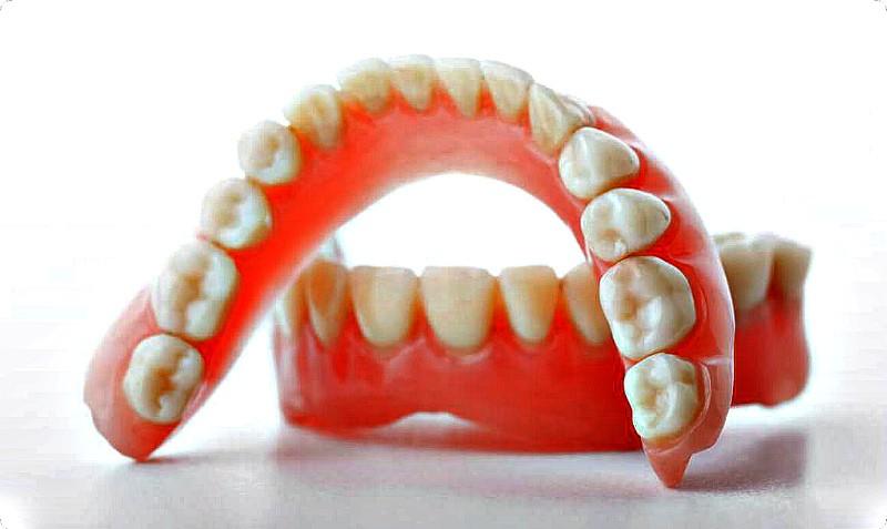 Из чего зубы на сьемных протезах